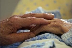 Βίασαν ζευγάρι ηλικιωμένων μέσα στο σπίτι τους